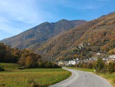 Veduta della conca di Pomaretto con i terazzamenti coltivati a vite - Piemonte
