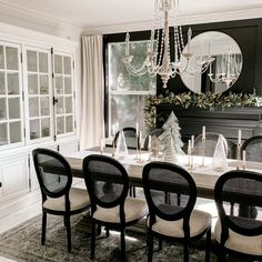 Black Dining Room Table, Black Dining Room Furniture, Dining Room Console, Vintage Dining Chairs, Dining Room Wall Decor, Dining Room Design, French Dining Rooms, Dining Room Modern, Dinning Room Ideas