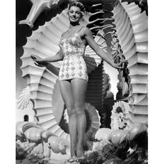 Million Dollar Mermaid: Esther Williams. Golden Age Of Hollywood, Hollywood Glamour, Hollywood Actresses, Classic Hollywood, Old Hollywood, Hollywood Icons, Hollywood Stars, Ester Williams, Million Dollar Mermaid