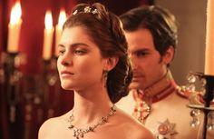 Anna Karenina in Tv, la scena del ballo in anteprima su Vanityfair.it - VanityFair.it