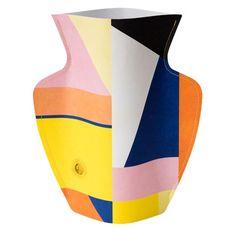 Antikkens keramiske kunstværker har inspireret til disse særlige vaser skabt i papir. Vælg mellem otte fine og farvestrålende design.