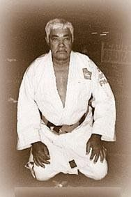 Luiz Franca Filho was a Brazilian martial artist, direct student of Mitsuyo Maeda and one of the founders of Brazilian jiu-jitsu alongside Gracies. His student was Oswaldo Fadda.