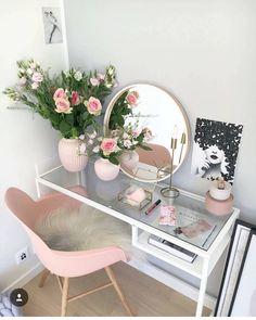 """1,345 curtidas, 21 comentários - Bruna Valeska❣️Deus é lindo! (@meular.minhavida) no Instagram: """"Só queria essa cadeira rosa com esse negócio peludo e essa mesa com esse espelho lindo e esse…"""""""