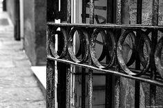 Back to black. (quartiere di Marina-Cagliari)  www.cely85.wordpress.com  nikon d3100