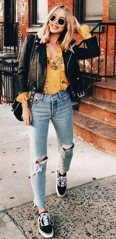 Trendy street style outfits and outfit ideas to step up your game this autumn. These fall 2018 street style looks are perfect for the streets of London! Street Style Outfits, Street Style 2018, Autumn Street Style, Mode Outfits, Fall Fashion Street Style, Fall Fashion 2018, Fashion Outfits, Fashion Shirts, Autumn Style Women