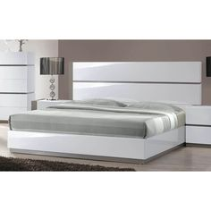 Bring a unique, modern touch to your home with the Mehdi Modern Gloss White/ Grey Bed. This bed features a simple, sleek design and is available in both king and queen sizes.