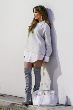 Always camera ready! Jennifer Lopez turns shopping trip into a modelling shoot as she poses against a wall on Saturday J Lo Fashion, Fashion Outfits, Womens Fashion, Fashion Trends, Hot Lingerie, Jennifer Lopez Outfits, Casual Outfits, Cute Outfits, Cooler Look