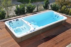 Eingebaute Schwimm-Spas: Fotogalerie | MITAC AG