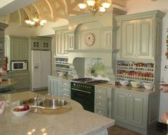 The Victorian kitchen was almost inevitably a multi-cook kitchen. Creating a Victorian kitchen style can be done a different number of ways. Kitchen Images, Kitchen Pictures, Kitchen Pics, Kitchen Ideas, Dad's Kitchen, Kitchen Things, Kitchen Layout, Kitchen Inspiration, Victorian Kitchen