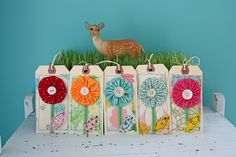 YoYO flower tags - so pretty if I do say so myself. Diy Projects To Try, Craft Projects, Book Projects, Card Tags, Gift Tags, Quilting Projects, Sewing Projects, Yo Yo Quilt, Handmade Tags