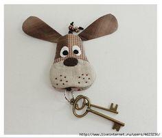 """Брелки для ключей """"Собачки"""". Обсуждение на LiveInternet - Российский Сервис Онлайн-Дневников Fabric Toys, Fabric Scraps, Small Projects Ideas, Sewing Crafts, Sewing Projects, Dog Quilts, Diy Keychain, Key Covers, Patch Quilt"""