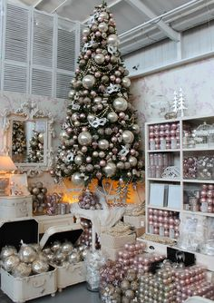 Romantic Christmas Tree Theme Blush Pink and Pearl