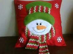 Imagen relacionada Xmas Wreaths, Christmas Decorations, Holiday Decor, Christmas Cushions, Rustic Christmas, Xmas Tree, Soft Furnishings, Felt Crafts, Christmas Stockings