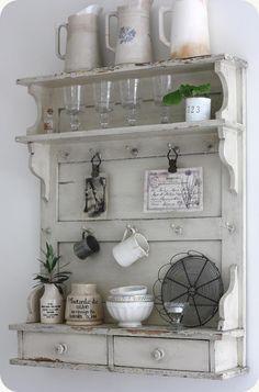 Idéer till tallrikshylla kök - Beautiful shabby chic coffee area for your tiny home kitchen! Via LILLA BLANKA