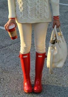 Maglione e stivali rossi
