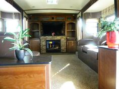 5th wheel with a front living room at hershey rv show - Dutchmen infinity front living room ...