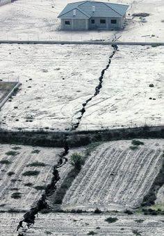 NUEVO DESORDEN MUNDIAL: En España la Tierra se Agrieta: Aparece una Grieta de 1.5 Kilometros en el Esparragal,Murcia