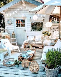 Indian Summer again at over 20 degree. ☀️I hope you enjoyed the day. We had a beautiful afternoon. We got the terrace furniture out again. Back Patio, Backyard Patio, Outdoor Spaces, Outdoor Living, Outdoor Decor, Outdoor Furniture, Budget Home Decorating, Decorating Ideas, Minimal Decor