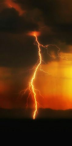 Black and Orange Ride The Lightning, Thunder And Lightning, Lightning Strikes, Lightning Storms, All Nature, Science And Nature, Amazing Nature, Lightning Photography, Nature Photography