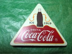ICE COLD DRINK COCA COLA TRIANGLE SHAPE MAGNET  - VINTAGE Lot#483