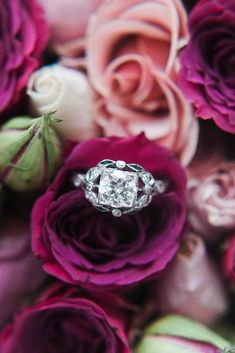 Vintage engagement rings are perfect for stylish brides who want something truly unique and classy. We chose the best vintage engagement rings by popular jewelers. Engagement Ring Buying Guide, Cheap Engagement Rings, Round Cut Engagement Rings, Beautiful Engagement Rings, Antique Engagement Rings, Wedding Ring Styles, Wedding Rings Vintage, Vintage Rings, Wedding Ideas