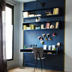 Fixer le bureau au mur , bureau au mur, coin burau, aménager un coin bureau, un coin bureau dans une petite piece, coin bureau sans encombrer l'espace