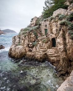 I don't know why but this made me think of a hobbit house... On the sea!!! It is really #dubrovnik #croatia