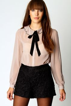 For killer workwear or smart-casual, shop shirts & blouses at boohoo Ireland. Look for chiffon or ruffle detail for a twist on the usual button-down blouse. Sexy Blouse, Bow Blouse, Beautiful Blouses, Beautiful Outfits, Cute Asian Fashion, Casual Outfits, Cute Outfits, Satin Blouses, Work Attire