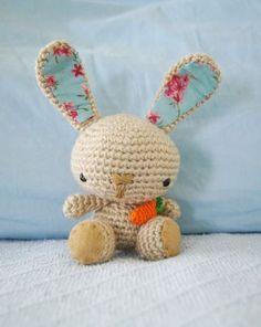 Spring Bunny ~ free amigurumi pattern. Conillet de primavera