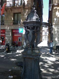 Bonita fuente en La Rambla de Barcelona.