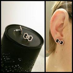 Diy earrings 304204149812028569 - Petits noeuds Source by ebruguldogus Seed Bead Jewelry, Bead Jewellery, Seed Bead Earrings, Clip On Earrings, Crystal Jewelry, Peyote Beading, Beaded Earrings, Beaded Bracelets, Bead Earrings