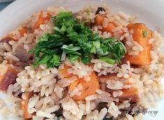 Újhagymás édesburgonya barna rizzsel | Gyöngy Harmony Stúdió Fried Rice, Ethnic Recipes, Food, Meal, Essen, Hoods, Nasi Goreng, Meals, Eten