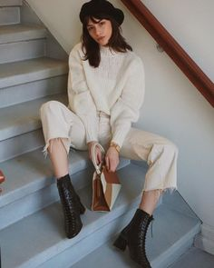 monochromatic outfit – beret, boots, cream sweater and cropped ivory jeans Monochromatic outfit: beret, boots, cream sweater and short ivory jeans Teen Fashion, Fashion Outfits, Womens Fashion, Fashion Trends, Fashion Mode, Lifestyle Fashion, Golf Fashion, Fashion Hats, Street Style