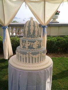 Another gorgeous Wedgwood Jasperware inspired cake! What stunning detail once more... #WedgwoodJasper
