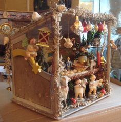 Christmas stall with many ornaments and Erzgebirge wood toys and much more.