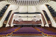 Edificio Vale Phoenix.  Grande Salao de Teatro, com 1000 lugares. Arquitetura: studio505.  Fotografia: John Gollings.