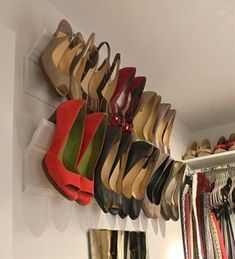 shoe storage ideas 30 kreative Schuhablage-Ideen Marketing of Jeans Fashion in Eur Diy Hanging Shelves, Diy Wall Shelves, Hanging Closet, Shoe Organizer, Closet Organization, Organization Ideas, Closet Hacks, Diy Hacks, Diy Shoe Rack