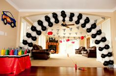 White Ginger Events: Hot Wheels Birthday Party- Like the balloon arch and flag/red balloons Hot Wheels Party, Festa Hot Wheels, Hot Wheels Birthday, Race Car Birthday, Birthday Fun, Birthday Ideas, Nascar Party, Festa Nascar, Race Car Party