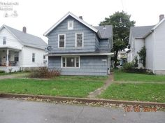 $19,900 1326 Carr St Sandusky, OH 44870 3 bedroom 2 bath Duplex. Unit 1 (lower) has 1 bedroom, 1 bath, laundry room, living room, and kitchen. Unit 2(upper) has 2 bedrooms, 1 bath, living room , and kitchen. Appears to have separate gas and electric. Property is being sold As Is