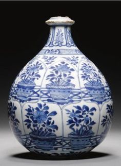 A Chinese Blue and White Huqqa Base Made for the Persian Market, Kangxi, 1662-1722