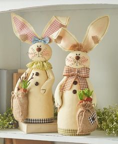 Celebrate the arrival of spring with the friendly faces of this Easter Bunny Decor Collection. The Lighted Metal Bunny x x has a rustic l Felt Crafts, Easter Crafts, Diy And Crafts, Decor Crafts, Spring Home Decor, Spring Crafts, Diy Ostern, Easter Bunny Decorations, Graphic 45
