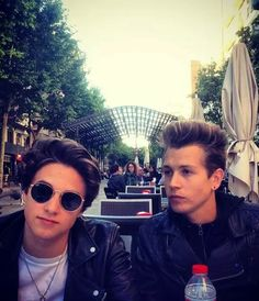 Find images and videos about the vamps, james mcvey and connor ball on We Heart It - the app to get lost in what you love. Will Simpson, Brad Simpson, James 3, Bradley James, Brad The Vamps, British Boys, Fifth Harmony, No Me Importa, Cool Bands