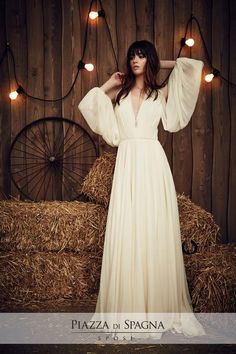 The new Jenny Packham wedding dresses have arrived! Take a look at what the latest Jenny Packham bridal collection has in store for newly engaged brides. Quirky Wedding Dress, Country Wedding Dresses, Wedding Dress Trends, Best Wedding Dresses, Wedding Gowns, Wedding Aisles, Jenny Packham Wedding Dresses, Jenny Packham Bridal, Jenny Packham 2017