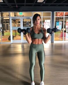 ⚡️Dumbbell Biceps and Shoulders⚡️ . Don't let the fact that this can be done literally standing in one position, using just one set of…