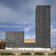 Madrid, Spain. 132 Social Housing Block. Design: Estudio Entresitio. Photograph © Roland Halbe