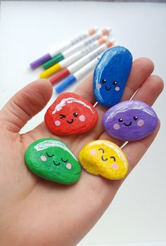 Jelly bean painted rock tutorial and other ideas for amazing rock painting designs and inspiration for beginners. painting ideas for kids Fun Crafts For Kids, Cute Crafts, Toddler Crafts, Art For Kids, Diy And Crafts, Arts And Crafts, Craft Kids, Mandala Painted Rocks, Painted Rocks Kids