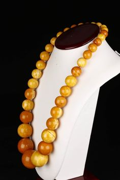 A Natural Baltic Amber Beaded Necklace. : Lot 109