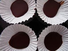 Vianočné šuhajdy - recept | Varecha.sk Rum, Desserts, Food, Tailgate Desserts, Deserts, Eten, Postres, Dessert, Meals