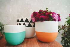Beautiful Hand Painted Plant Pots : Captivating Hand Painted Flower Pots With Two Colors Pattern Painted Plant Pots, Painted Flower Pots, Pottery Painting, Ceramic Painting, Painted Pottery, Diy Deco Rangement, Pop And Scott, Cactus Plante, I Spy Diy