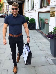 "Hi, here are some ""Supercool Casual Outfits for Men."" These casual outfits would give a fully idea of how to dress casually. Stylish Mens Fashion, Mens Fashion Suits, Mens Office Fashion, Style Fashion, Fashion Ideas, Fashion Design, Mode Outfits, Casual Outfits, Moda Formal"